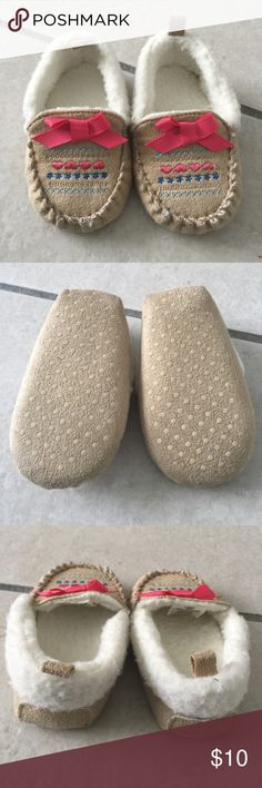 Baby 🍼 girl moccasins New shoes never used Shoes Moccasins
