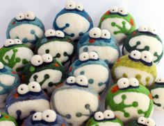 Felt Frogs - I can't help but smile... :-D