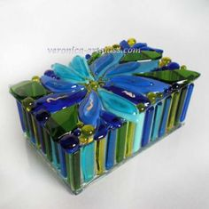 Fused glass bowls, clocks, decoration, caskets and candle holders in fusing technique