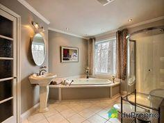 Salle de bain de rêve à voir à Austin #DuProprio Corner Bathtub, Bathroom, Dream Bathrooms, Bath, Washroom, Corner Tub, Bathrooms, Bathing, Bath Tub
