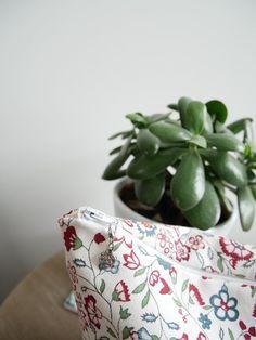 Pochette à projet tricot/couture taille moyenne motifs fleurs