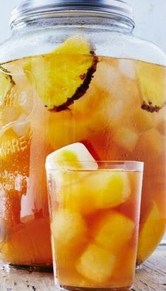 Trisha Yearwood's Pineapple Iced Tea Will Be Your New Drink of Summer Trisha Yearwoods Ananas-Eistee Fruit Drinks, Smoothie Drinks, Non Alcoholic Drinks, Cocktail Drinks, Smoothies, Smoothie Recipes, Cocktails, Cold Drinks, Summer Beverages