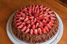 Cafe Stings sjokoladekake | Heimsyn Raspberry, Strawberry, Watermelon, Dessert, Baking, Fruit, Food, Dessert Food, Bread Making