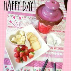 いちごチョコと牛乳を溶かした、いちごチョコソースにいちご、バナナ、プレーンラングドシャをつけて食べました♪* - 14件のもぐもぐ - いちごチョコフォンデュ♡* by happykitchen