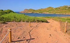 Manche Wanderwege führen direkt ans Meer © Shutterstock.com