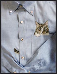 ▲ 이건 우리집 웅이랑 닮았네요. 인터넷에서 뭘 좀 찾다가 발견한 일본인 자수 디자이너 히로코 쿠보타 (Hiroko Kubota)의 고양이 자수 셔츠 입니다. 린넨이 주 소재인 셔츠들인거 같은데 포켓에 아주 귀여운 고양이 자수들이 있습니다. 저렇게 고양이를 프린터 해놓은 셔츠를 본적은 있는데 자수셔츠가 오리지널인 듯 합니다. 대부분 인터넷 쇼핑몰에 판매되는게 그림을 프린터 한 셔츠 였는데 말이죠. 처음 시작은 그녀의 아..