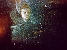 Weerspiegeling van de kunstenares Clara Peeters in dit sterk uitvergrote detail uit het schilderij 'Stilleven met versnaperingen en pronkbeker' uit 1611 Dutch Still Life, Dutch Golden Age, Vanitas, Celestial, Abstract, Artwork, Work Of Art