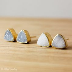 Here is a listing for one pair of gorgeous, sparkly pyramid druzy stud earrings. Available in white druzy or blue druzy. Because they are natural