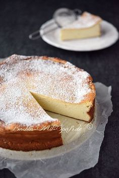 Käsekuchen ohne Boden Classic, juicy cheesecake without a base. The cheesecake is creamy, juicy and light. Healthy Cheesecake, Healthy Cake, Healthy Dessert Recipes, Snack Recipes, Desserts, Easy Cookie Recipes, Sweet Recipes, Baking Recipes, Cake Recipes