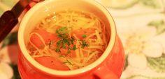 Supa de gaina organica cu taietei de casa. Scottish Recipes, Turkish Recipes, Ethnic Recipes, Romanian Food, Romanian Recipes, Good Food, Yummy Food, Chicken Noodle Soup, Stuffed Whole Chicken