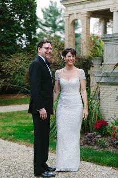 So in love with the delicate cap sleeves on this bride's Reem Acra wedding dress