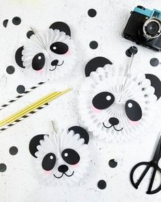 Panda Bear Party Decor - Fox + Hazel Create the cutest paper fans for your panda bear party with these free cut files! Panda Party, Panda Themed Party, Panda Birthday Party, Bear Party, Bear Birthday, Angry Birds Party, Panda Craft, Panda Bear Crafts, Baby Panda Bears