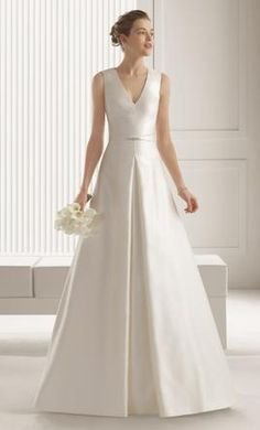 Rosa Clara SARI wedding dress currently for sale at 60% off retail.