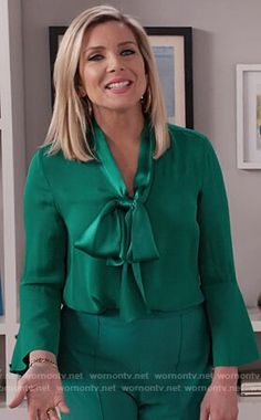 Brianna's green tie neck blouse on Grace and Frankie Fashion Tv, Work Fashion, Curvy Fashion, Fashion Outfits, June Diane Raphael, Grace Clothing, Business Professional Outfits, Tie Neck Blouse, Wrap Blouse