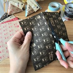 お菓子を入れてお友達にプレゼントできるクラフト紙や折り紙で三角の形のテトラパックを作ってみよう Paper Folding, Packaging Design, Packaging Ideas, My Works, Louis Vuitton Monogram, Origami, Valentines Day, Wraps, Paper Crafts