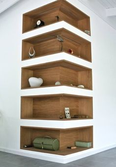 Space-Saving Corner Shelf Design Ideas www. - Home Decor Art - Space-Saving Corner Shelf Design Ideas www. Corner Shelf Design, Diy Corner Shelf, Corner Wall Shelves, Book Shelves, Storage Shelves, Corner Storage, Shelves Built Into Wall, Book Rack Design, Salon Shelves