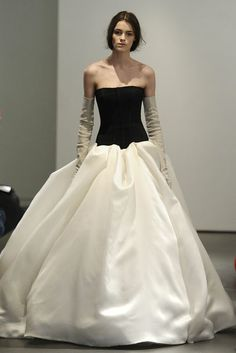 A model walks the runway during the Vera Wang 2014 Bridal Spring/Summer collection show on April 2013 in New York City. Colored Wedding Dresses, Dream Wedding Dresses, Bridal Dresses, Wedding Gowns, Wedding Shoes, Marchesa, Vera Wang Bridal, Vera Wang Wedding, Alice Temperley