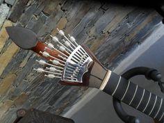 A guitarra portuguesa com o seu timbre inconfundível. Garden Tools, Tattoo Ideas, Guitar, Yard Tools