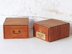 Vintage Japanese Furniture & Home Accessories Vintage Bench, Vintage Chairs, Vintage Furniture, Diy Wooden Crate, Wooden Crates, Wooden Storage Boxes, Wooden Boxes, Wooden Toy Chest, Wooden Trunks
