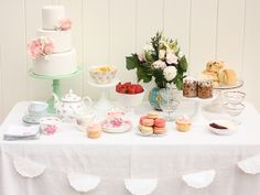 Bit obsessed with Cake inks dessert tables at the moment.