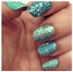 (via Ombre Green Glitter Nail How-To | Fear No Beauty)  Click through for more info about this gorgeous mani!
