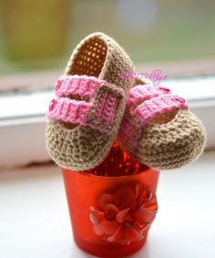 Beige and pink handmade crochet baby girl shoes with pink buttons, Ballerina Newborn Baby Shoes, Slippers