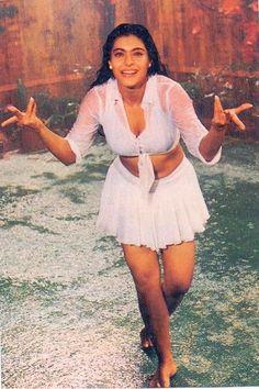 angel for a reason 😂 Beautiful Bollywood Actress, Most Beautiful Indian Actress, Beautiful Actresses, Vintage Bollywood, Indian Bollywood, My Wife Photos, Raveena Tandon Hot, Bollywood Outfits, Bollywood Actors