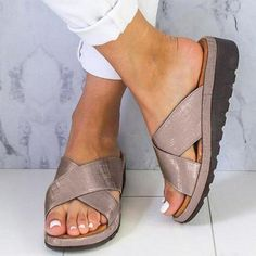 growhairbrasil Flat Sandals, Leather Sandals, Shoes Sandals, Rubber Sandals, Bunion Shoes, Beautiful Sandals, Womens Summer Shoes, Outdoor Woman, Comfortable Sandals
