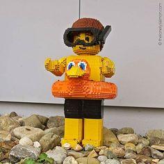 Tutti al mare ... tutti al mare ... #thelonelysalmon #lego #legoland #ciambella #pinnemascheraboccaglio #salvagente #ominigialli #tornarebambini #vitaacolori #giochi #igers #bayern #mattoncini #costruzioni #bagnanti #mituffo #estate #buonevacanze