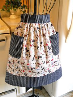 Items similar to Old Fashioned Vintage Style Half Apron in Black and Tan with Little Dogs on Etsy Aprons For Sale, Aprons For Men, Half Apron Patterns, Vintage Style, Vintage Fashion, Custom Aprons, Apron Designs, White Apron, Sewing Aprons