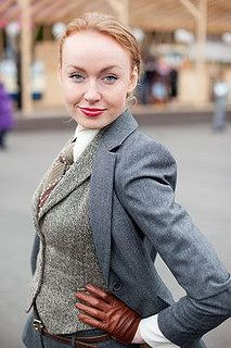 Women Wearing Ties, Young Man, Suits For Women, Blazer, Sexy, People, How To Wear, Woman Shirt, Neckties