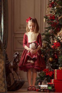 christmas girl Christmas dress for girl - Diy Paper Christmas Tree, Christmas Minis, Victorian Christmas, Christmas Colors, Christmas Photos, Xmas, Nutcracker Christmas, Christmas Cookies, Christmas Ornament