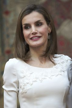 Queen Letizia of Spain Photos Photos - Queen Letizia of Spain receives Rio 2016 Paralympic Medalists at El Pardo Palace on September 28, 2016 in Madrid, Spain. - Spanish Royals Receive Rio 2016 Olympic Medalists