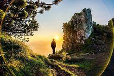 Dnes to vyzerá na krásny deň  čarovná inšpirácia na túru od @michalzborovjan  . #praveslovenske #slovensko #velkychoc #nahory #goodmorning #sun #beautifulday #rocks #trees #trveler #traveling #travel #traveller #travellers #trip #amazing #adventure #beauty #heaven #view #mountainview #mountainlife #mountainlovers #nature #naturelover #walk #walking #hiking #goodideaslovakia Slovakia.travel