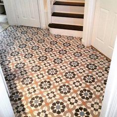 Tiled entrance hall finished :)