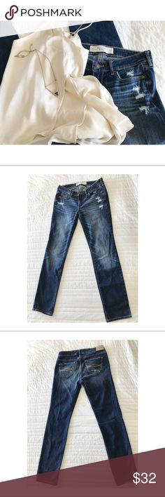 🌿 Abercrombie & Fitch //Distressed Straight leg🌿 🌿 Abercrombie & Fitch //Distressed Straight Leg Jeans 👖// Like New! ✨ Inseam 28 Abercrombie & Fitch Jeans Boot Cut