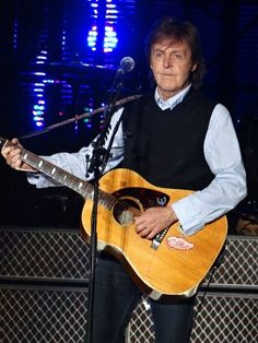 McCartney fan's sign prompts Beatle to wonder about Brooklyn girls