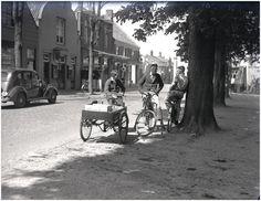 Oirschot, Markt Ontmoeting van jongeren op de Oirschotse Markt, ter hoogte van de 'Bonte Os', met Cees (olie) Smetsers zittend op een petroleumkar 1935