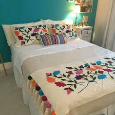 Boho Style Furniture And Home Decor Ideas – Vintage Decor - Sofa Styles Mexican Bedroom, Mexican Home Decor, Mexican Style Bedrooms, Bed Spreads, House Colors, Bed Sheets, Bedroom Decor, House Design, Interior Design