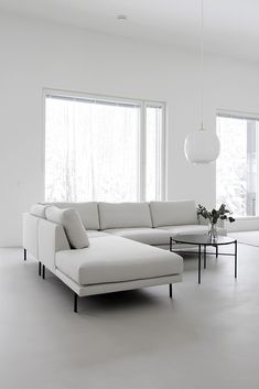 minimalist home accessories Tydellinen sohva Casual Living Rooms, New Living Room, Living Room Modern, Living Room Sofa, Living Room Furniture, Living Room Designs, White Interior Design, Minimalist Home Interior, Living Room Seating