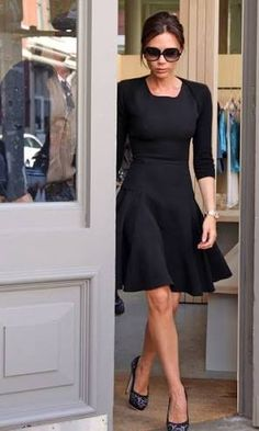 Victoria Beckham at the new Isabel Marant store in SoHo in a fabulous black sheath dress from her Spring 2010 collection. Victoria completed her look with a fabulous pair of black embroidered platform Brian Atwood heels. Victoria Beckham Outfits, Victoria Beckham Stil, Black Dress Outfits, Style Couture, Fashion Mode, Classy Fashion, Fashion Black, Fashion Clothes, Victoria Dress