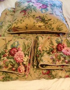 Ralph Lauren Adriana Floral, the most beautiful of Ralph's more recent prints. House Season 6, Linen Comforter, Bed Linen, Vintage Sheets, Vintage Bedding Set, Omar Epps, Spencer House, King Size Duvet Covers, Housewives Of New York