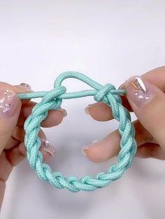 Diy Friendship Bracelets Tutorial, Diy Bracelets Easy, Bracelet Tutorial, Friendship Bracelet Patterns, Handmade Bracelets, Handmade Jewelry, Diy Crafts Jewelry, Bracelet Crafts, Diy Bracelets Patterns