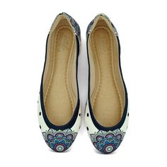 Sapatilha Bico Fico ilustrada com o tema Mandalas Mágicas da Coleção Fashion Trend da Estilo Menina. Fashion & Divertida.