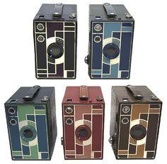 Vintage Cameras Have one, need four more! - The five colors of the Kodak Beau Brownie camera designed for Kodak by famed American industrial designer Walter Dorwin Teague. Kodak Camera, Spy Camera, Camera Gear, Best Camera, Rangefinder Camera, Camera Hacks, Video Camera, Antique Cameras, Old Cameras