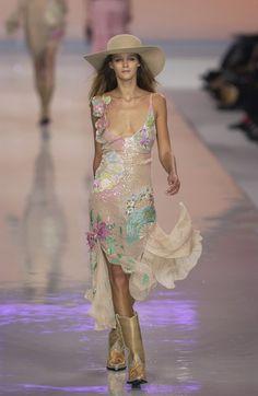 Blumarine at Milan Fashion Week Spring 2002 - Runway Photos Fashion Walk, Runway Fashion, High Fashion, Fashion Show, Fashion Outfits, Fashion Design, Quirky Fashion, Event Dresses, Facon