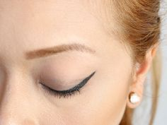Quando viene eseguito bene, il trucco con l'eyeliner a punta alata è affascinante e seducente. Per chi è alle prime armi, però, può essere difficile padroneggiare una buona manualità. Con qualche suggerimento e trucchetto, è possibile impar...
