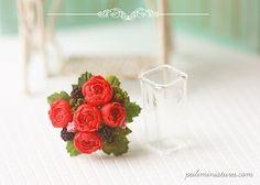 •• Flores Dollhouse miniatura - Las peonías rojas Bouquet.  ALTURA APROX. DEL RAMO 3,2 cm