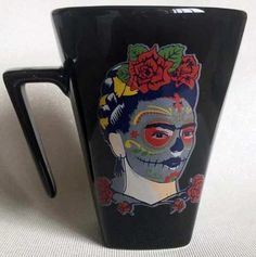 Caneca Preta Quartier Frida Kahlo - R$ 35,00