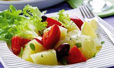 Salada de batata. Cardápio: Salada de batata, alcatra com cenoura e cebola, arroz.